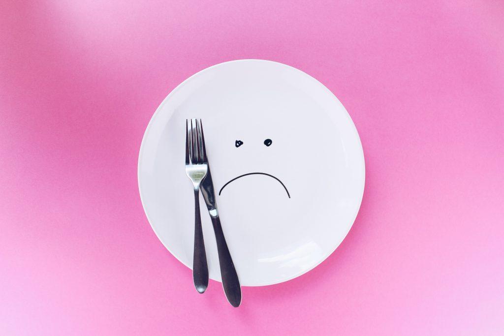 「お腹がすいた」「お腹がいっぱい」は英語で何という?